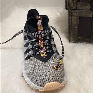 Nike Shoes - Nike Women's Quest SE Running Shoes size 6